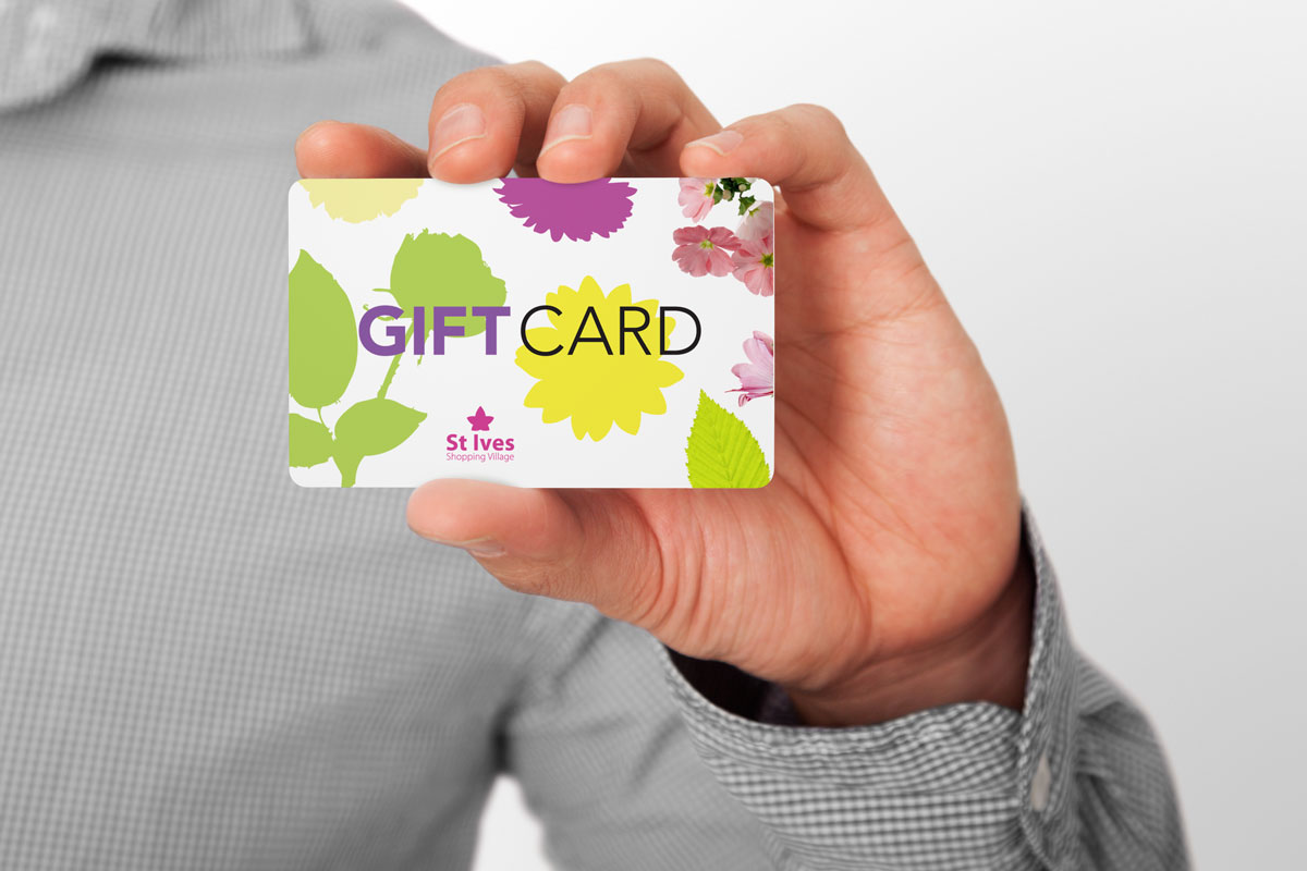 St-Ives-people_gift-card_held